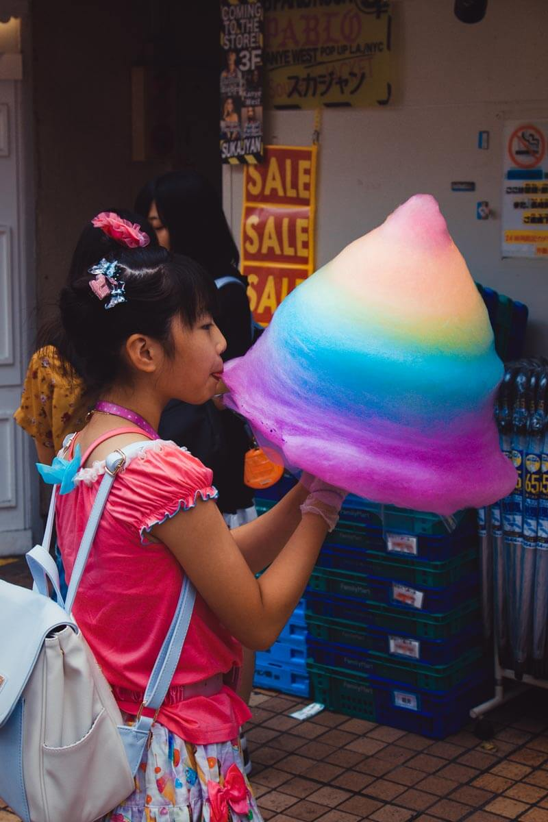 Girl-With-Cotton-Candy